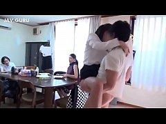 Japanese Sister 2021 ซัดกันโชว์กลางบ้านเลยหรอเนี้ย เพื่อนลูกสาว น่ารัก ทำเอาพ่ออดใจไม่อยู่ เลยต้องจัดxxx ท่ายืนเย็ด ลิงอุ้มแตง กินหอยริมขอบโต๊ะ