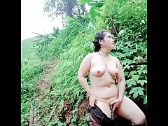 ดูหี สาวม้ง แก้ผ้าอาบน้ำ บนเขากลางแจ้ง ทามกลางป่าไม้ หุ่นอวบอึ๋ม หีใหญ่ๆ ผิวขาวๆมาเหมือนแนวดูของธรรมชาติมั่งดีกว่าจะเด็ดขนาดไหน